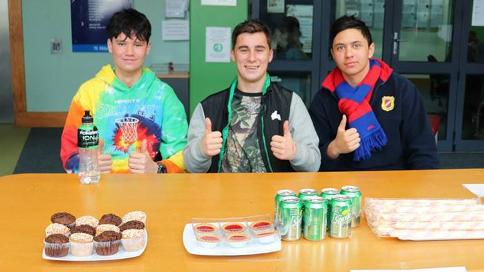 A photograph of secondary school students Kaea Tibbe, Neihana Hania and Pani Brown at UCOL with their Munchie List business initiative.