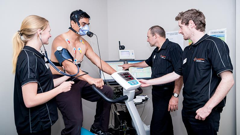 Clinical Exercise Physiology students assess a client at the U-Kinetics Health and Wellness Centre